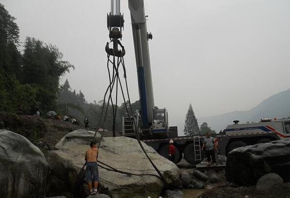 昆山景区吊车施工现场